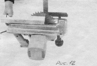 в) отвести основание пилы на нужный угол. замерив при этом мерной линейкой необходимую высоту от вершины зуба пильного диска до основания пилы