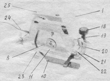 1 - крышка; 8 - фланец; 10 - линейка; 11 - пильный диск; 18 - ручка; 19 - винт фиксации линейки; 20 - винт фиксации сектора угла наклоне пилы; 21 - основание; 22 - сектор угла наклона пилы; 23 - кожух подвижный; 24 - шнур с вилкой; 25 - кожух неподвижный