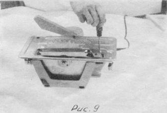 Нож рекомендуем применять только при продольной (сквозной) распиловке древесины толщиной 25...45 мм. Крепление ножа пилы осуществляется при помощи двух винтов. Нож выставить и закрепить в плоскости, параллельной пильному диску и без смещений в стороны от центра